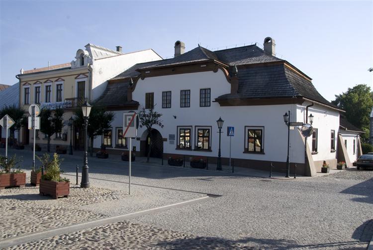 Dom na dołkach w Starym Sączu