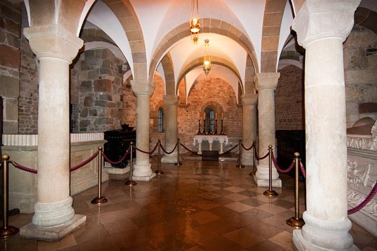 Wawel - Katedra - Kaplice i groby królewskie