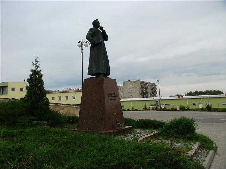 ŚREM: Pomnik ks. Piotra Wawrzyniaka - zbyszekF60