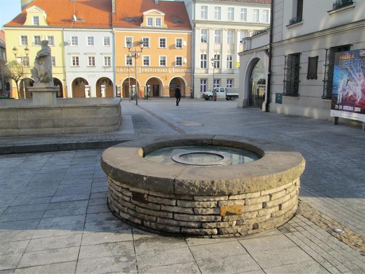 Gliwice Studnia Miejska Z Xviii Wieku Atrakcje Turystyczne Gliwic