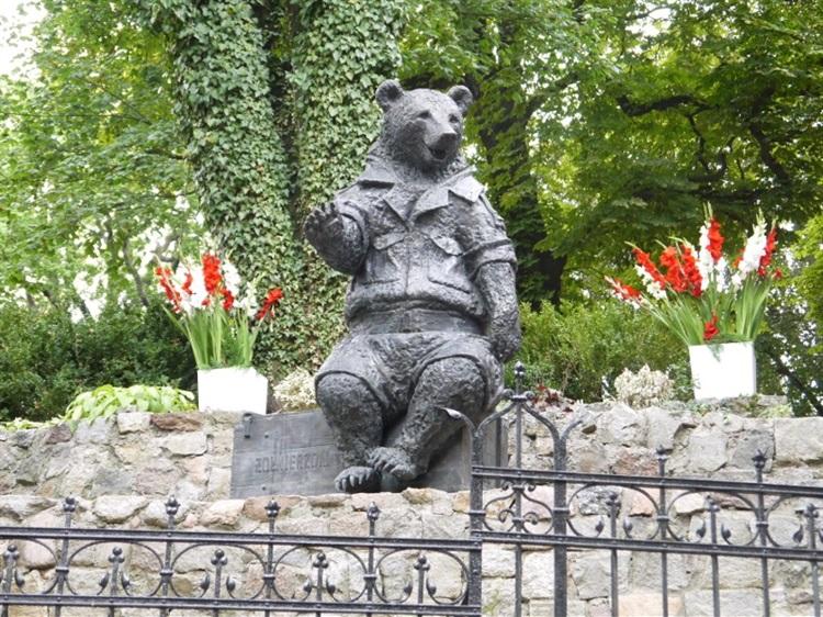 Znalezione obrazy dla zapytania pomnik niedźwiedzia wojtka sopot